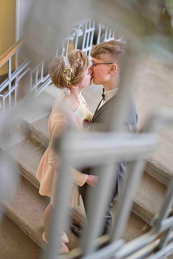 Hochzeitsfotograf Leipzig Brautpaar Kuss